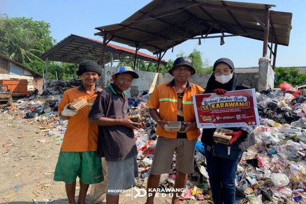 berbagi-makan-gratis-terus-berlanjut-ratusan-nasi-box-temani-pejuang-rupiah-di-jalanan-image